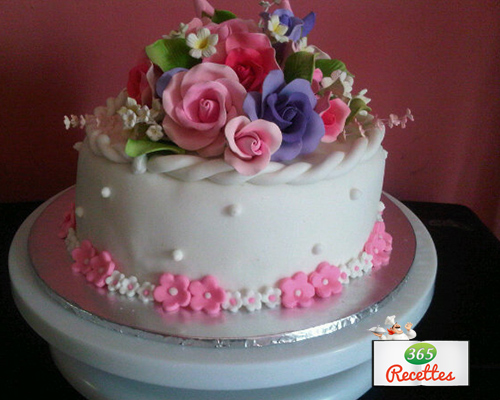 Decoration gateau a la pate a sucre