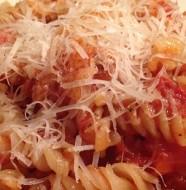 recette rapide au micro-ondes de pâte à la sauce tomate