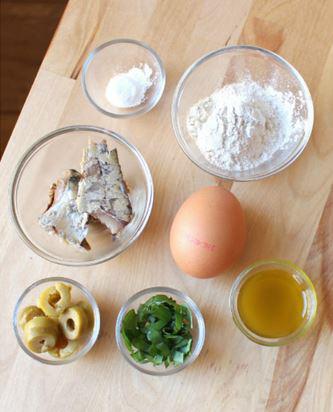 les ingrédients pour le mug cake salé de sardine de pain