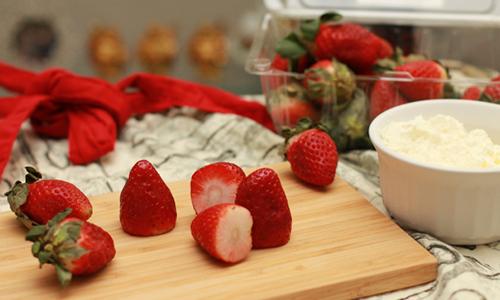 père Noel avec des fraises